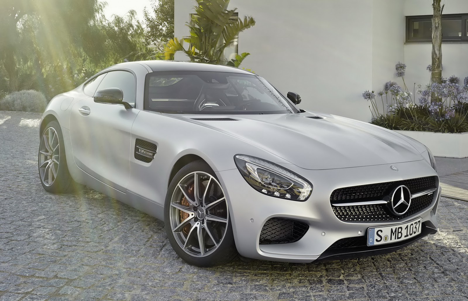 http://www.ultimatecarnegotiators.com/wp-content/uploads/2016/02/AMG-GT-Coupe-5.jpg
